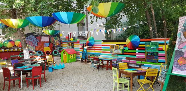 """Grădina Şevaletelor şi-a deschis porţile pentru copiii de toate vârstele. Cum arată locuința """"copilului modern""""?"""