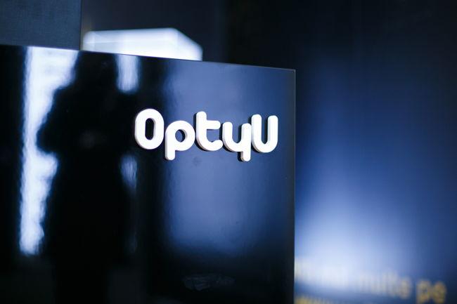 20722012b1c04b OptyU a deschis în Sibiu un nou magazin de rame și lentile de lux   The  Trends
